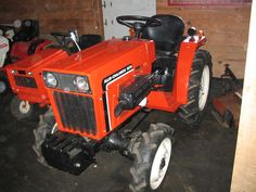 I am interested in buying an allis 5015 or Which would be a better buy for mowing and some. Bolens Tractor, Utility Tractor, Antique Tractors, Old Tractors, Sub Compact Tractors, Tractor Accessories, Allis Chalmers Tractors, Classic Tractor, Kubota