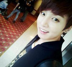 這位是田证國/Jeon Jung Kook/전정국,生日是1997年09月01日,是黃金忙內唷!也擔任領舞、Vocal
