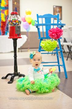 Cute 1st birthday picture idea.