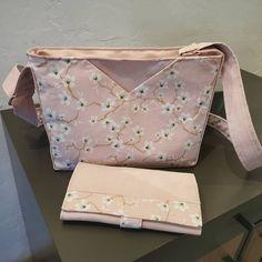 Fil à Mandine sur Instagram: Un sac Mambo de chez @patrons_sacotin avec le portefeuille Complice assorti 😊 Je les garde pour moi 😊 Tissus de chez @craftinemercerie…
