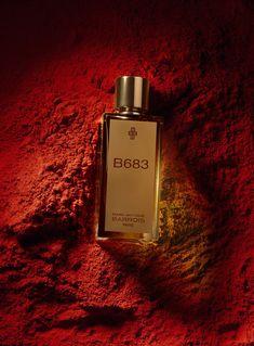 Un perfume cuyo nombre en código hace referencia a El Prinicipito del diseñador de alta costura francesa. Su primer perfume. ¿Escogerías una botella de un perfume solo crípticamente llamado B683? La pregunta no es tan inusual para los entusiastas de los perfumes nicho que gustan de buscar a través de lo que parecen ser frascos de reactivos de laboratorio con misteriosos jugos escondidos por dentro. Po