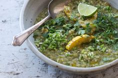 A boisterous green curry porridge made with toasted brown rice, a spicy herb-packed green coconut broth, all punctuated with winter squash and lots of green onions. Vegetarian Pasta Recipes, Soup Recipes, Whole Food Recipes, Cooking Recipes, Healthy Recipes, Delicata Squash Recipe, Feta, Porridge Recipes, Rice Porridge