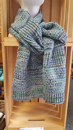 Ravelry: Find your MINI Fade pattern by Nancy Marchant Knitting Stitches, Knitting Patterns, Scarf Patterns, Knitting Ideas, Ravelry, Chevron Scarves, Knitted Shawls, Knit Scarves, Fair Isle Pattern