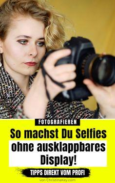 So machst Du mega Selfies OHNE ausklappbares Display! Fotografieren lernen mit und vom Profi - #Selfie #SelfieTipps #Pose #FotoIdee #FotoHacks #Smartphone #Fotografie #Lensballfotografie #Weiterbildung #Selbstportrait #Fotografieren #Selbstporträt #Instagram #FotoTips #FotoIdee #FotoIdeen #Bildidee #Inspiration #Zuhause #Fotoshooting #Pose #Kamera #Fotos #Retro #Selbstportraits #KreativeFotografie #FotografierenLernen #Schallplatten #PhotoIdea #DIY #FotoHack #PhotoHack #PhotoHacks… Photo Hacks, Photo Tips, Bokeh, Smartphone Fotografie, Fotografie Hacks, Photoshop, Photography Tips, Selfies, Lifestyle