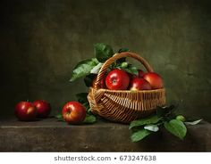 Fruit Photography, Still Life Photography, Still Life With Apples, Apple Baskets, Still Life Images, Object Drawing, Photo Look, Red Apple, Belle Photo