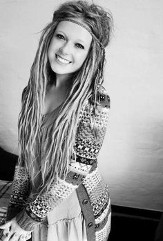 girls with dreads// not really a dreads type person but I just love the picture in it's self