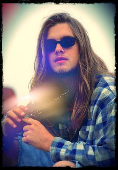 I know we can't all stay here forever So I want to write my words on the face of today And they'll paint it Shannon Hoon - Blind Melon