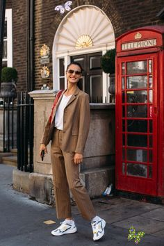 The Best Street Style Looks From London Fashion Week Spring 2020  <br> Plus, browse all of our images from the week in one place. Model Street Style, Spring Street Style, Street Style Looks, Street Style Women, Models Style, Asian Street Style, Street Styles, Grunge Style, Soft Grunge