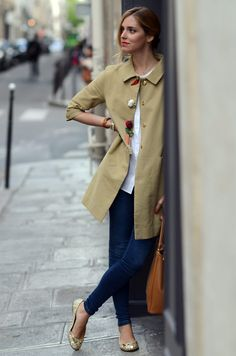 outfit - minus the crazy button/pins on the left Gold Flats Outfit, Gold Ballet Flats, Office Outfits, Casual Outfits, Cute Outfits, Estilo Jeans, Use E Abuse, Outfit Combinations, Carrie Bradshaw
