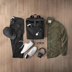"4,176 Beğenme, 32 Yorum - Instagram'da Phil Cohen (@thepacman82): ""Never overcomplicated. ___ Shirt: @adaysmarch Bag: @official_mismo Denim: @saturdaysnyc Sneakers:…"""