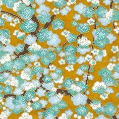 Papier Japonais / Sérigraphie fleurs de cerisiers bleues et vert d'eau, contours dorés sur fond moutarde - Adeline Klam