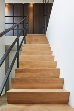 Staircase Design Modern, Stair Renovation, Stair Handrail, Home Modern, Stair Steps, House Stairs, House Inside, Wood Slats, Home Living Room