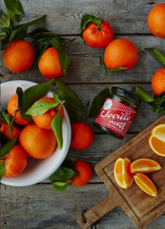 #design3000 Diese klassische und fein abgestimmte Sevilla Orangenmarmelade wurde nach traditionellen, britischen Rezept hergestellt, denn dort wurde die Orangenmarmelade quasi erfunden.