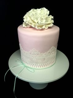 Pink and white lace cake - by Diana Benton