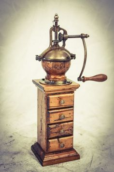 UNIQUE Italian COFFEE GRINDER LARGE mill Moulin a cafe Molinillo Kaffeemuehle