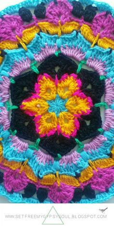 African Flower Mandala Blue Hawaii | Free Crochet Pattern - Love the African Flower Granny Square? Try this African Flower Blue Hawaii crochet Mandala and add tropical boho-vibes to your home using a combo of treble crochet, double crochet, and loops.