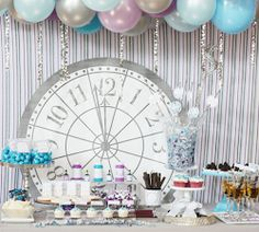 Balloon ceiling & clock details