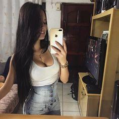 http://nicejeans.net/beautiful-brazilian-instagram-girl-in-high-waisted-jeans/ #IG Girls  #blackhair  #brazilian  #Evellin Suzuki  #high waisted jeans  #latina in jeans  #selfie