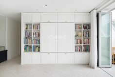 [BY 카민디자인] You can see the bookshelf when you close the television.