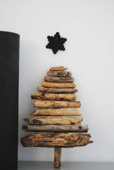 Log Christmas Tree || via http://moastidrom.blogspot.com/2011/12/nymalt-sort-stol-litt-glitter.html #birch