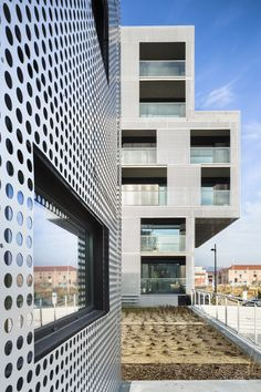Image 3 of 28 from gallery of Housing in Le Havre / PHD Architectes. Photograph by Sergio Grazia