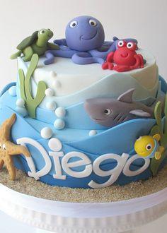 Bolo fundo do mar Ocean Cakes, Beach Cakes, Fondant Cakes, Cupcake Cakes, Sea Cupcakes, Rodjendanske Torte, Shark Cake, Nautical Cake, Novelty Cakes