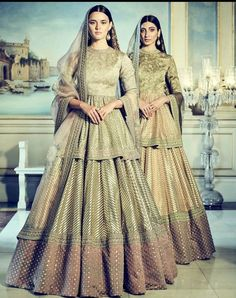 Peplum blouses are the rage all over nowadays, be it amongst brides or bridesmaids. Check out these stylish peplum blouse designs for more inspiration Indian Bridal Outfits, Indian Designer Outfits, Pakistani Outfits, Designer Dresses, Lehenga Style, Lehenga Choli, Dress Indian Style, Indian Dresses, Lehenga Designs