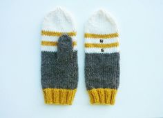 Check out this item in my Etsy shop https://www.etsy.com/es/listing/457193952/wool-autumn-mittens-striped-women