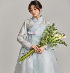 한복 Hanbok : Korean traditional clothes[dress] Korean Traditional Dress, Traditional Fashion, Traditional Dresses, Korean Dress, Korean Outfits, Korean Clothes, Jane Austen, Victorian Era Dresses, Modern Hanbok