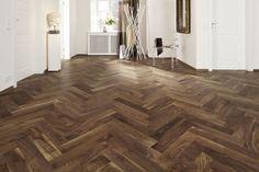 La espiga no está reñida en ambientes modernos. Longlife-Parkett PS 400, Nussbaum amerikanisch lebhaft, lackiert #meister #floor #wood
