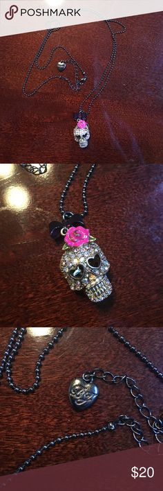 Betsy Johnson skull necklace Betsy Johnson skull necklace. Great condition. No holds or trades. ❤️❤️❤️ Betsey Johnson Jewelry Necklaces