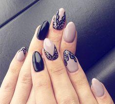 """Sylwia Podstołowicz-Skiba pe Instagram: """"😍😙😘😚🙊🙈❤❤❤❤👌💋 #hybrydy#hybrydnails#hybrydmanicure#paznokciehybrydowe#instanails#nails#piekne#elegant#koronka#reczniemalowane#delicate#czarny…"""""""