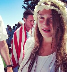 Jemima Kirke with husband in backround