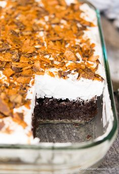 Our easy Butterfinger Cake recipe starts with a cake mix so it's a snap to make. Uniquely moist, flavored with chocolate and caramel, and topped with a thick generous layer of whipped topping and crushed butterfingers. Perfect any time you need a yummy, easy dessert to feed a crowd! Dessert Simple, Poke Cakes, Mini Cakes, Cupcake Cakes, Cupcakes, Butter Finger Dessert, Butterfinger Cake, Köstliche Desserts, Desserts For A Crowd