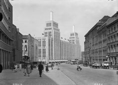 Berlin, Karstadt and Hermannplatz, German Architecture, Ancient Architecture, West Berlin, Art Nouveau, Berlin Germany, Historical Photos, Wwii, Zaha Hadid, Berlin