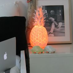 #lampe, #lampeaposer, #pinacolada, #ananas, #rose, #pink, #pineapple, #inspiration, #blanc, #white, #vinyle, #enfant, #children, #design, #veilleuse, #lightnight, #lighting, #luminaire, #chambre, #bedroom, #goodnightlight, #goodnight