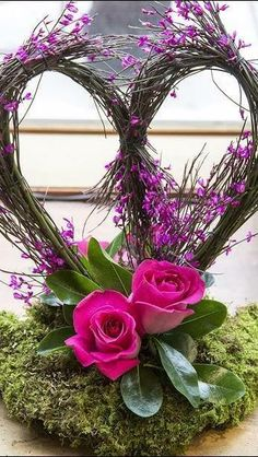 Stunning Valentine's Floral Arrangement Ideas .Read More. Design Floral, Deco Floral, Arte Floral, Cv Design, Valentine's Day Flower Arrangements, Rosen Arrangements, Flowers Vase, Flowers Garden, Diy Flowers