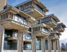 University of Massachusetts Dartmouth, Paul Rudolph, 1968 Public Architecture, School Architecture, Architecture Details, Modern Architecture, Dartmouth University, Paul Rudolph, Brutalist Buildings, University Of Massachusetts, Interesting Buildings