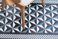 Tapis Vinyl - Bauhaus Bordeaux - 60 x 97 cm - Beija Flor Vinyl Rug, Vinyl Flooring, The Floor Is Lava, Turbulence Deco, House Tiles, Patterned Carpet, Living Room Carpet, Kitchen Redo, House And Home Magazine