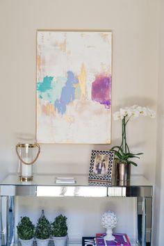 Love this hallway table decor Hallway Table Decor, Hallway Art, Entrance Table, Diy Wall Art, Diy Art, Decoration, Art Decor, Home Decor, Gold Leaf Art