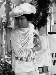 Pop singer Michael Jackson of the R&B quintet 'Jackson poses for a portrait in circa (Photo by Michael Ochs Archives/Getty Images) Janet Jackson, The Jackson Five, Jackson Family, Michael Jackson Dangerous, Paris Jackson, Oprah Winfrey, Rock And Roll, Abc Studios, King Of Music