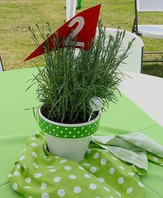 Cute golf party centerpiece idea