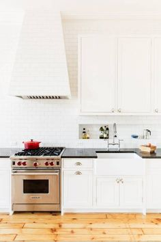 46 Great Examples of White Contemporary Kitchen Cabinets White Contemporary Kitchen, Contemporary Kitchen Cabinets, Contemporary Decor, Transitional Kitchen, All White Kitchen, New Kitchen, Kitchen Decor, White Kitchens, Small Kitchens