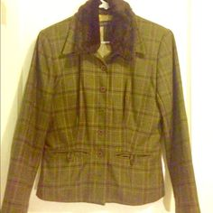 Banana Republic jacket- faux detachable collar Chic and retro this olive green plaid jacket has a detachable faux fur collar some slight pilling as seen in the 3rd picture Banana Republic Jackets & Coats