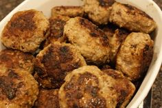 Danish meatballs, known in Denmark as Frikadeller, are are typically fried and made with pork, generally served with mashed potatoes and gravy. South African Recipes, Ethnic Recipes, Milk Gravy, Restaurant Recipes, Ground Beef, Danish, Mashed Potatoes, Main Dishes, Fries