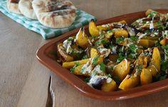 Huis, tuin en keukenvertier: Geroosterde pompoen met rode ui, tahin en za'atar