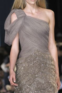 Elie Saab at Couture Fall 2010 - Details Runway Photos Couture Fashion, Runway Fashion, Couture Style, Corsage, Elie Saab Fall, Elie Saab Couture, Donia, Costume, Grey Fashion