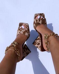 Sneaker Heels, Shoes Sneakers, Shoes Heels, Pumps, Crazy Shoes, Me Too Shoes, Estilo Beyonce, Aesthetic Shoes, Fresh Shoes