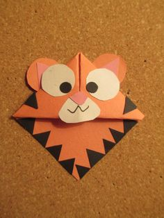 Origami for Everyone – From Beginner to Advanced – DIY Fan Origami Bookmark, Corner Bookmarks, Bookmarks Kids, Kids Food Crafts, Tiger Crafts, Origami For Beginners, Origami Fish, Book Markers, Paper Crafts Origami