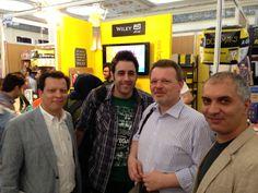 Buchmesse Teheran 2014: Mehdi Omranloo (Regional Sales Manager,John Wiley & Sons Ltd), Shahriar Shafiani (mein Übersetzer), meinereiner und Nima Salimi
